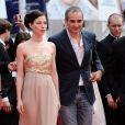 Olivier Assayas et Nora Von Waldstaetten lors de la présentation du biopic Carlos le 19 mai 2010 durant le 63e festival de Cannes
