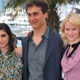 Doug Liman entouré de Naomi Watts et Liraz Charhi lors du photocall du film Fair Game durant le festival de Cannes le 20 mai 2010