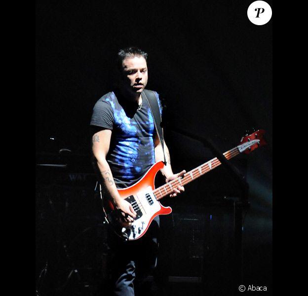Christopher Wolstenholme en concert avec Muse en novembre 2009