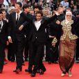 Festival de Cannes - Montée des marches du film  Hors-la-loi  de  Rachid Bouchareb, le 21 mai 2010 : Rachid Bouchareb, Jamel Debbouze,  Chafia Boudraa, Roschdy Zem et Sami Bouajila !
