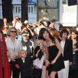 Charlotte Gainsbourg et l'équipe du film lors du tapis rouge pour la clôture du 63e festival de Cannes et de la présentation de L'Arbre de Julie Bertuccelli le 23 mai 2010