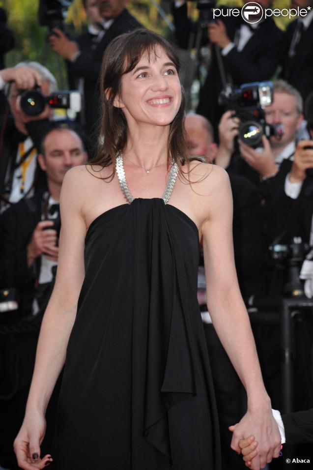 Charlotte Gainsbourg lors du tapis rouge pour la clôture du 63e festival de Cannes et de la présentation du film L'Arbre le 23 mai 2010