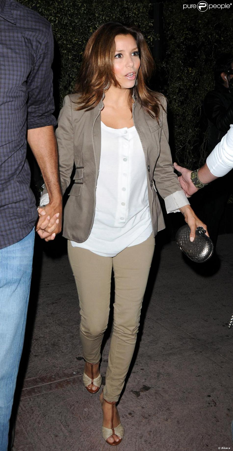 Eva longoria avait opt pour un look beaucoup plus simple for Salon kaki et blanc