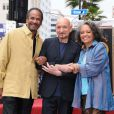 Ben Kingsley reçoit son étoile sur le Walk Of Fame, à Los Angeles, le 27 mai 2010. Ici avec Daphne Maxwell Reid et Tim Reid.