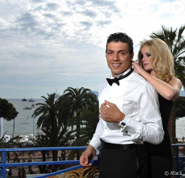 Taïg Khris et Petra posent pour les photographes, à l'Hôtel Martinez.  Mai 2010