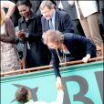 La reine Sofia serre la main de Rafael Nadal au tournoi de Roland-Garros, le 6 juin 2010.