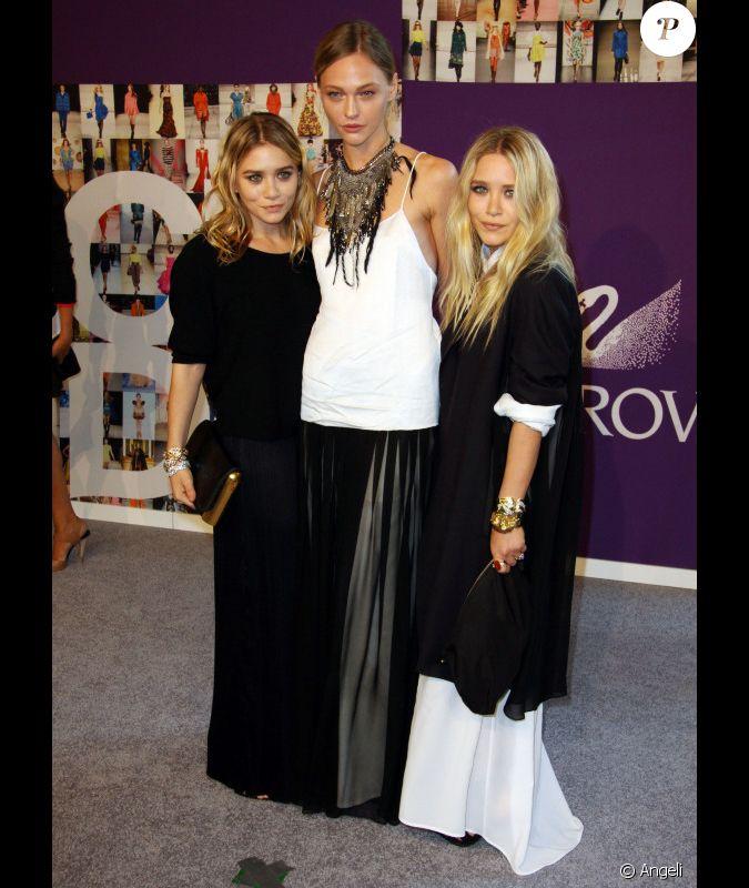 Ashley et Mary-Kate Olsen, et le mannequin Sasha ...