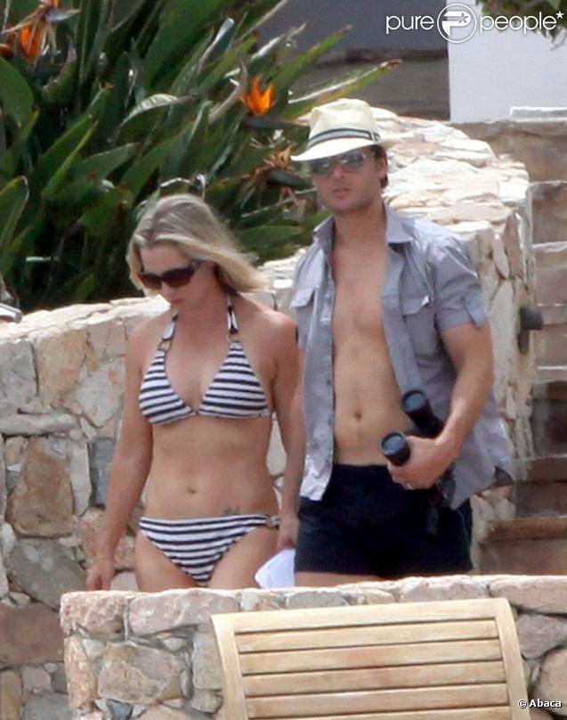 Jennie Garth et son mari Peter Facinelli en vacances au Mexique à Los Cabos le 23 mai 2010