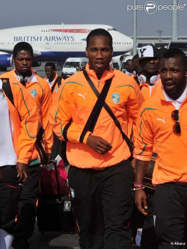 Didier Drogba et la délégation ivoirienne viennent de poser le pied en Afrique du Sud, à l'aéroport de Johannesbourg, le 10 juin 2010.