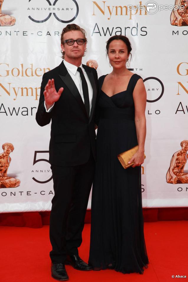 Simon Baker et son épouse Rebecca Rigg au 50ème Festival de télévision de Monte-Carlo (10 juin 2010 à Monte-Carlo)