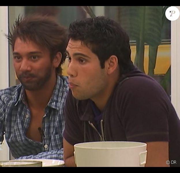 Florian se comporte comme un homme pour ressembler à un Kevin