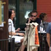 Kiefer Sutherland déjeune avec sa douce, mais s'en préoccupe peu... Et le romantisme, alors ?