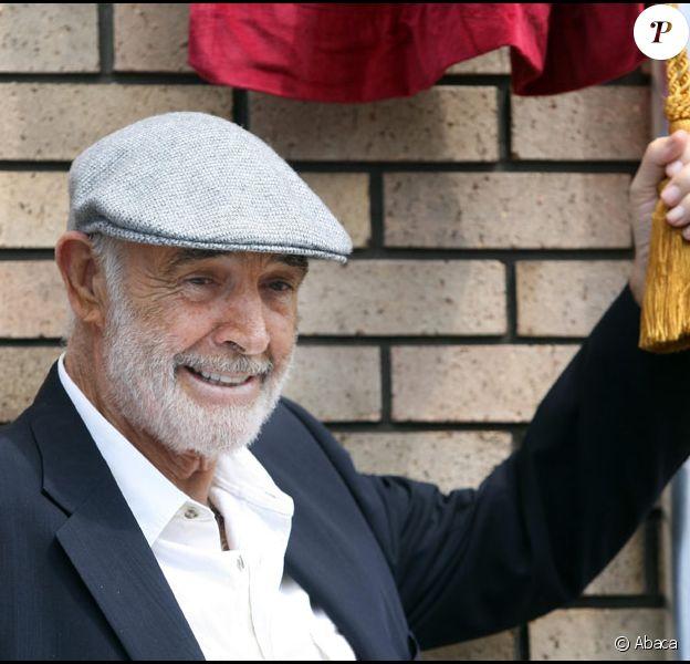 Sean Connery dévoile à Edimbourg une plaque à son nom le 17 juin 2010