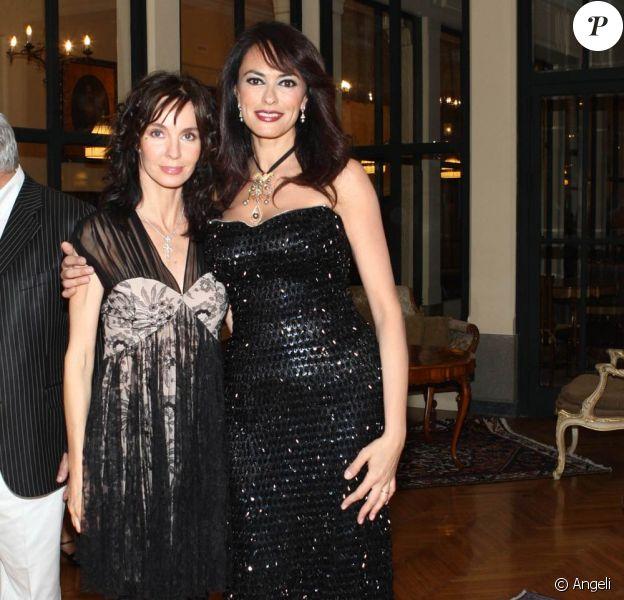 Anne Parillaud et Maria Grazia Cucinotta lors du Festival de Taormina, en Italie, le 17 juin 2010.