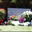 Ryan O'Neal et son fils Redmond rendent hommage à Farrah Fawcett, disparue le 25 juin 2009.