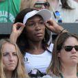 A Wimbledon 2010, les femmes de tennismen ont soutenu avec charme leurs champions respectifs... Mais pas Venus Williams, qui, elle, encourage sa soeur Serena !