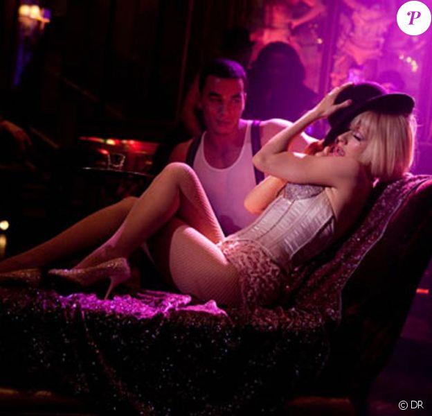 Des images de Burlesque, avec Christina Aguilera et Cher.