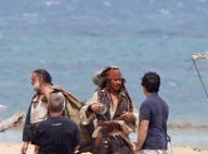 """Regardez Johnny Depp dans son costume de Jack Sparrow... sur le tournage du quatrième """"Pirates des Caraïbes"""" !"""