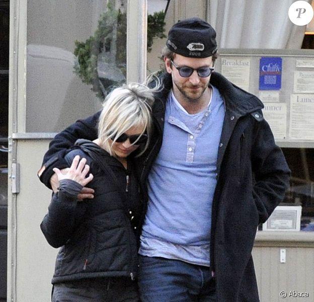 Les amoureux Renée Zellweger et Bradley Cooper se sont rencontrés sur le tournage du Cas 39, en DVD le 6 juillet 2010.