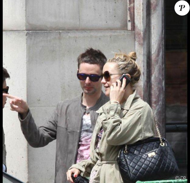 Kate Hudson et Matthew Bellamy amoureux à Paris, le 13 juin 2010.