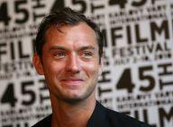 Jude Law : regard ravageur, sourire coquin... Il répand toujours son charme !