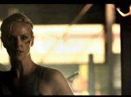 Quand Charlize Theron se bagarre pour sauver la vie du chanteur des Killers... les têtes tombent !