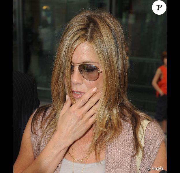 Jennifer Aniston à l'aéroport d'Heathrow à Londres le 20 juillet 2010