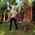 Zahia Dehar en vacnaces à Saint-Tropez