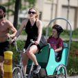 Kate Winslet en balade sportive avec son fils Joe et son ami Louis Dowler à New York