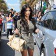 En fashionista qui se respecte, Kim Kardashian ne pouvait pas s'afficher sans un Motorcycle de Balenciaga... Un classique !