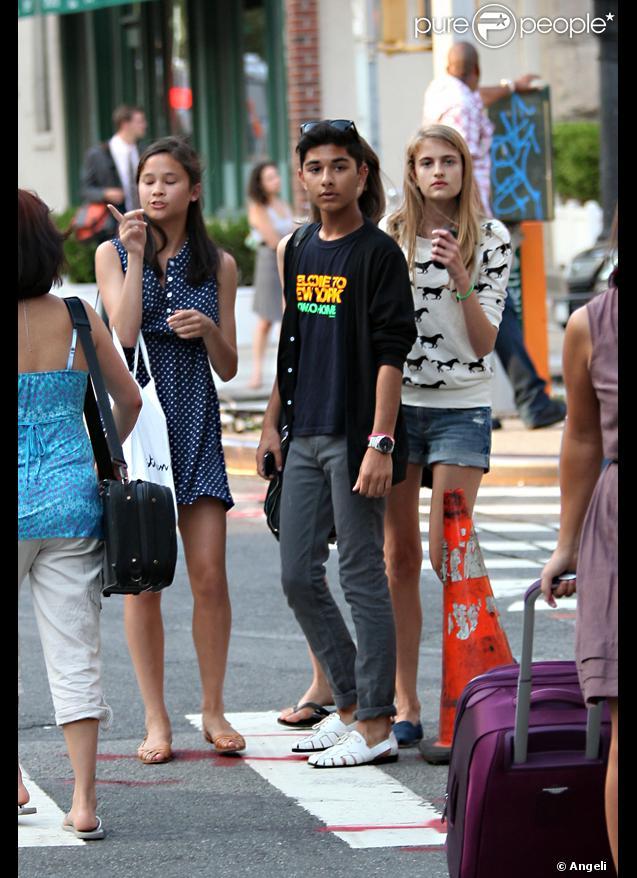 Mark Indelicato et ses meilleures amies dans les rues de New York