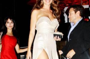 Kelly Brook : Même habillée, la femme parfaite est toujours superbe !