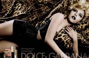 Scarlett Johansson, parée de léopard et de cuir, annonce un bel automne...