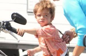 Matthew McConaughey : Son fils Levi, un an et demi et... déjà à moto !