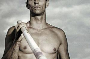 Romain Mesnil, le perchiste nudiste : Sa femme est très jalouse de ses fans gays !