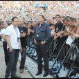 Johnny Hallyday met un terme à sa collaboration historique avec son producteur Jean-Claude Camus (photo : avec Johnny au Stade de France, en mai 2009, lors du Tour 66). En septembre 2010, Gilbert Coullier prend la relève.