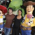 Sonia Rolland, enceinte de sept mois, et son compagnon Jalil Lespert n'ont sans doute pas abusé des attractions à sensations fortes de Toy Story Playland au parc Walt Disney Studios.