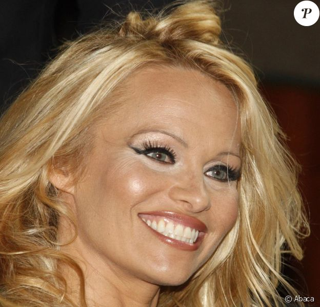 Pamela Anderson lors de l'élection de Miss Ukraine 2010 au National Palace en Ukraine à Kiev le 5 septembre 2010