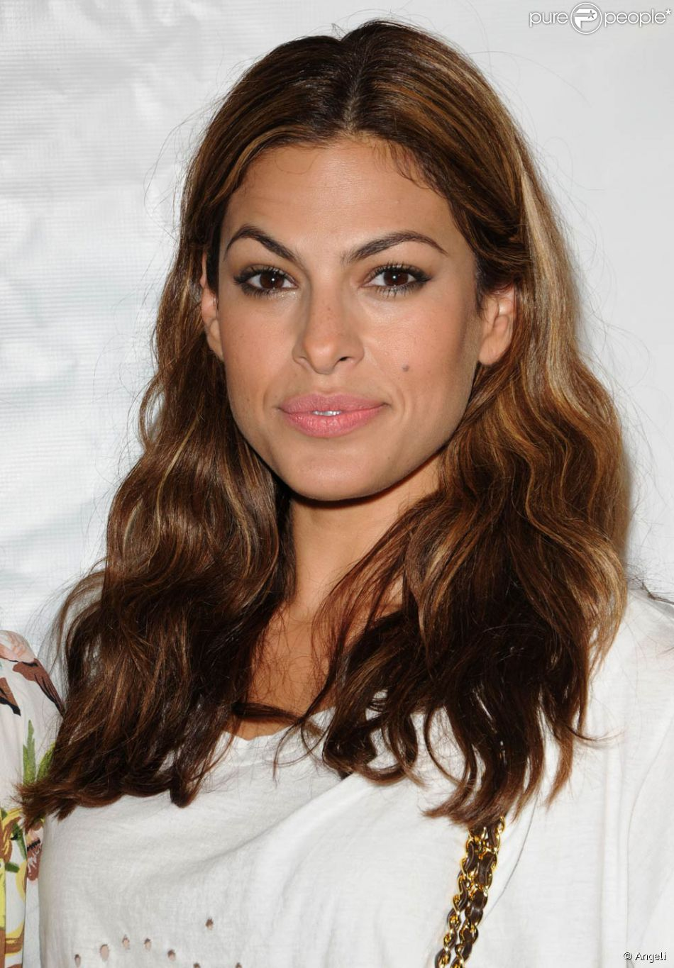 l 39 actrice am ricaine eva mendes purepeople. Black Bedroom Furniture Sets. Home Design Ideas