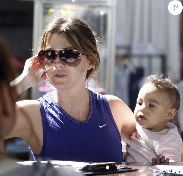 Ellen Pompeo et sa fille Stella à Hollywood, le 10 septembre 2010