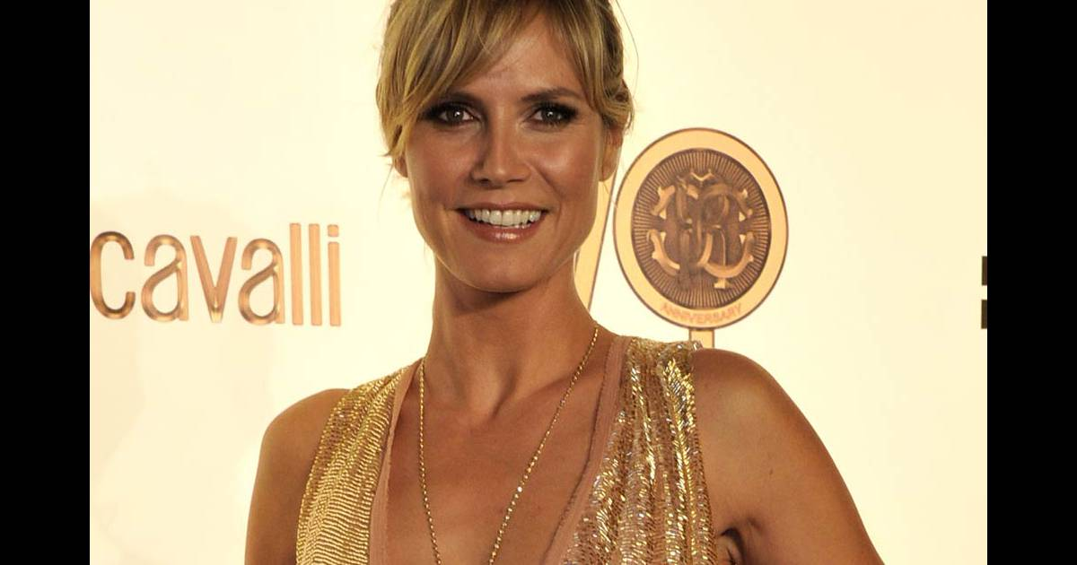 heidi klum l 39 occasion des 40 ans de la maison cavalli qui se sont tenus aux beaux arts dans. Black Bedroom Furniture Sets. Home Design Ideas