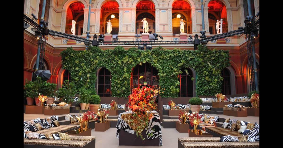 Les 40 ans de la maison cavalli qui se sont tenus aux for Maison de la mode paris