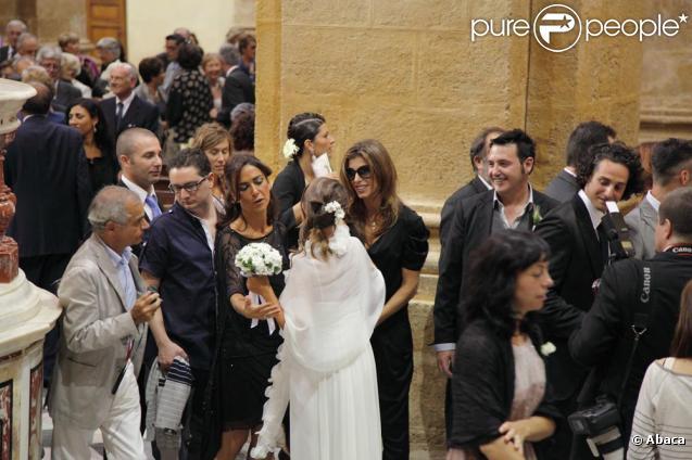 Elisabetta Canalis est de retour chez elle en Italie près d'Oristano en Sardaigne le 20 septembre 2010 lors du mariage d'une de ses amies