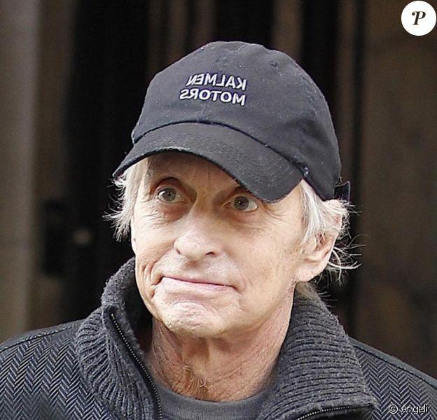 Le 14 octobre à New York alors que son traitement contre le cancer est terminé et qu'il attend les résultats, Michael Douglas garde le sourire malgré son amaigrissement.