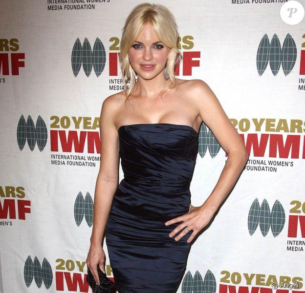 """La très belle Anna Faris, à l'occasion de la grande soirée """"Women's Media Foundation's Courage in Journalism"""", au Beverly Hills Hotel de Beverly Hills, à Los Angeles, le 21 octobre 2010."""