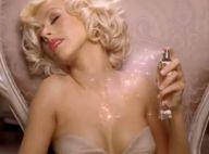 Christina Aguilera prend beaucoup de plaisir à tester son nouveau parfum...
