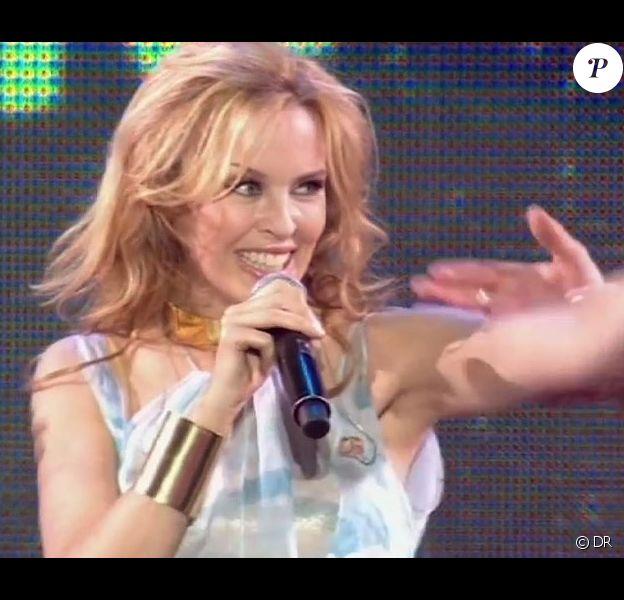 Kylie Minogue sur la scène de Starfloor à Paris-Bercy le 30 octobre 2010