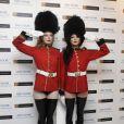 Deux tops lors de la soirée Winter Ball organisée par la Elton John AIDS Foundation à l'ambassade américaine à Londres le 30 octobre 2010