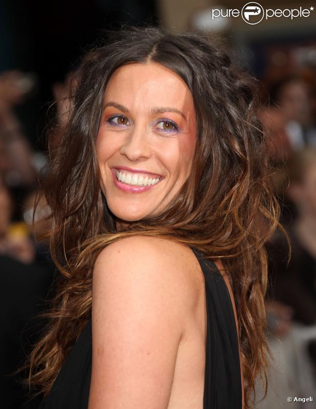 Alanis Morissette - Wallpaper Actress
