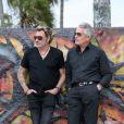 Johnny Hallyday et Gilbert Coullier à Los Angeles, octobre 2010. Deux hommes qui regardent dans la même direction....